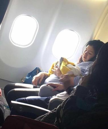 Bebê nasceu durante voo, que ia de Dubai para as Filipinas (Foto: Reprodução/ Facebook)