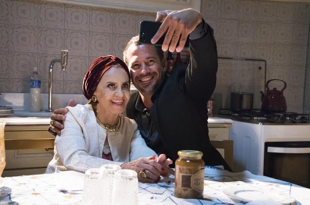 Malvino Salvador e Laura Cardoso (Foto: Cesar Alves/ TV Globo)