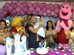 Profissionais do HGE realizam festa para paciente bebê (Foto: Reprodução/TV Gazeta)