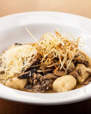 Gnocchi de duas batatas com cogumelos (Foto:  Gustavo Eiji, do Ô-Restaurante)