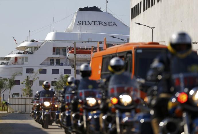 O Silver Cloud no Píer Mauá, onde os americanos do basquete estão hospedados (Foto: Reuters)