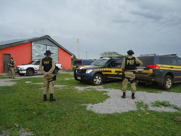 A Polícia Rodoviária Federal visitou a fazenda, onde os homens trabalhavam, em Lagoa da Confusão (Foto: Divulgação/PRF TO)