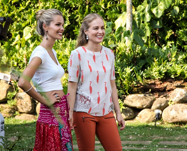 Yasmin e Angélica se divertem na gravação (Foto: TV Globo/ Camila Camacho)
