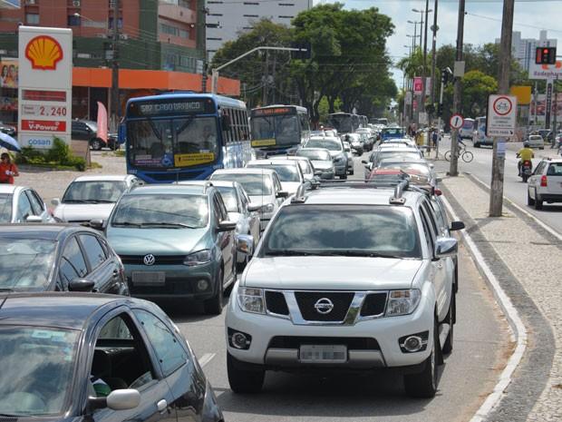 Tráfego na Avenida Epitácio Pessoa ficou lento por cerca de uma hora  (Foto: Walter Paparazzo/G1)