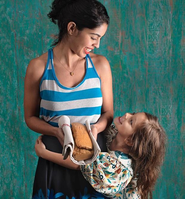 Bela Gil recebe críticas por oferecer uma alimentação saudável para a filha (Foto: Arquivo pessoal/ Bela Gil)