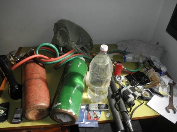 Polícia apreendeu vários equipamentos usados nos furtos.  (Foto: Polícia Militar/ Bocaina)