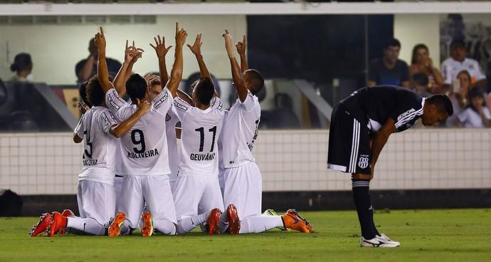 jogadores gol Santos (Foto: Ricardo Saibun / Ag. Estado)