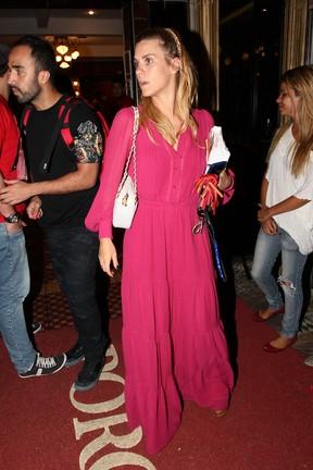 Carolina Dieckmann em restaurante no Rio (Foto: Manuela Scarpa e Marcos Ribas/ Foto Rio News)