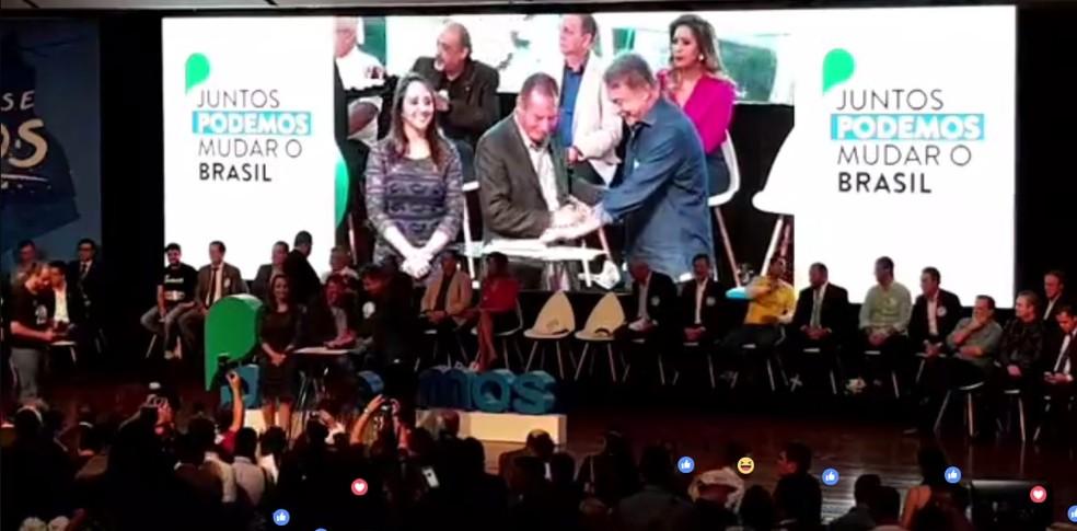 Cerimônia de lançamento do Podemos, em Brasília (Foto: Reprodução/Facebook)