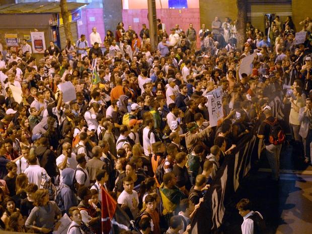 Manifestação no centro do rio (Foto: Yasuyoshi Chiba/ AFP Photo )
