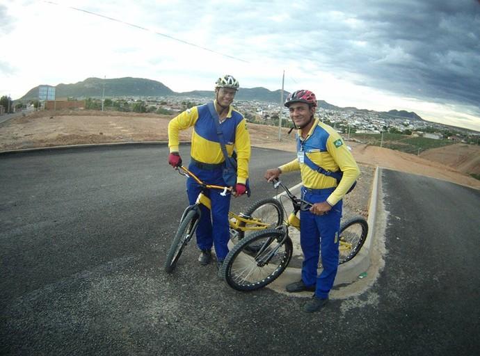 Os carteiros ciclistas de Salgueiro prontos para mais um dia de trabalho (Foto: Hertz Cavalcante/Arquivo pessoal )