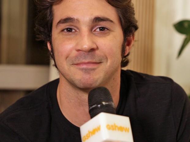 Conrado Caputo se emociona ao falar sobre sua participação na novela (Foto: Gshow)