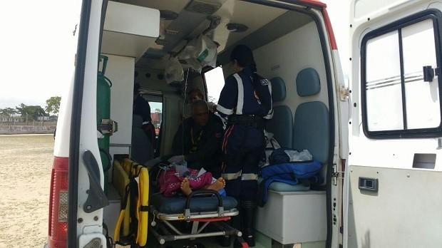 Ambulância do Samu prestou primeiros socorros a criança antes da chegada do helicóptero, em Porto Calvo (Foto: Divulgação/ SSP-AL)