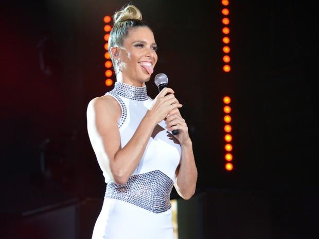 """Fernanda Lima na gravação do """"Show da virada"""" em Salvador, na Bahia (Foto: Felipe Souto Maior/ Ag. News)"""