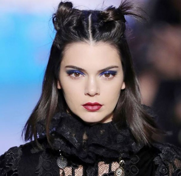 Sombra azul é no novo hit de beleza (Foto: Reprodução/Instagram)