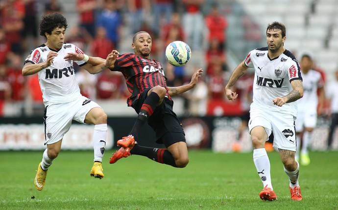 atlético-pr x atlético-mg brasileiro (Foto: Giuliano Gomes/PR Press)