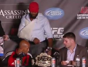 Jon Jones de tipoia após UFC 152 (Foto: Reprodução/Youtube)