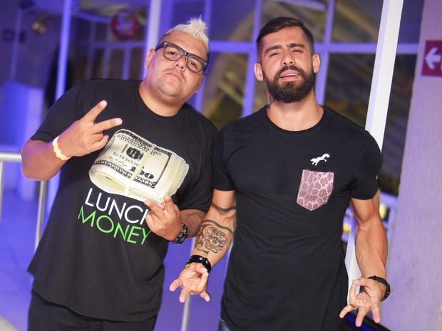 DJ Tartaruga e ex-BBB Yuri em show no Rio (Foto: Ari Kaye/ Divulgação)
