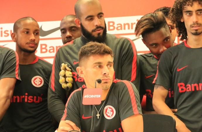 Inter grupo elenco jogadores coletiva (Foto: Tomás Hammes / GloboEsporte.com)