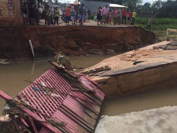 Força das águas arrastou ponte e desabrigou famílias em Capitão Poço, no nordeste do Pará. (Foto: Evandro Sales/Arquivo pessoal)