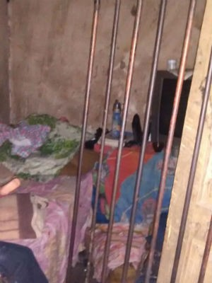 Jovem é mantida em cárcere privado na Bahia  (Foto: 77ª CIPM de Vitória da Conquista/Divulgação )