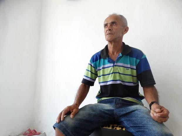 Artesão reclama da crise econômica em Bezerros, no Agreste de Pernambuco (Foto: Kamylla Lima/ G1)