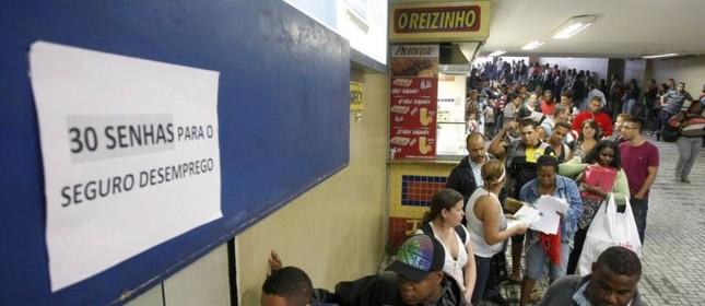 Aumenta os pedidos do Seguro Desemprego (Foto: Eduardo Naddar / O Globo)