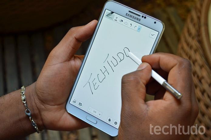 Escrevendo com a S Pen no aplicativo de notas do Galaxy Note 3 (Foto: Luciana Maline / TechTudo)