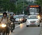 Dobra nº de multas por usar faixa de ônibus (Reprodução Globo News)