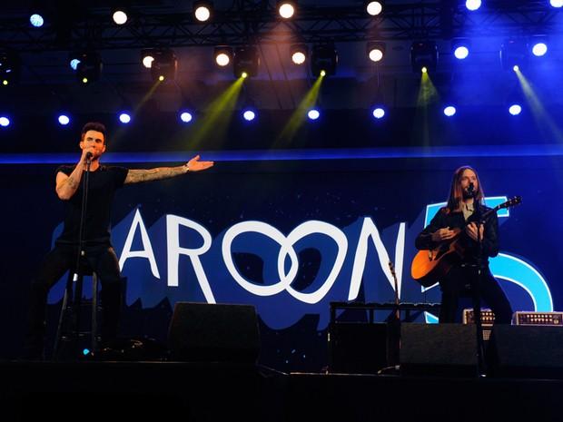 A banda Maroon 5 se apresentou durante a conferência da Qualcomm, na segunda-feira (7) (Foto: David Becker/Getty Images/AFP )