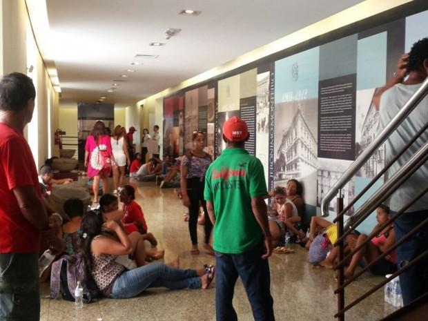 Movimentos sociais ocupam o Palácio Anchieta (Foto: Patricia Scalzer/ CBN Vitória)