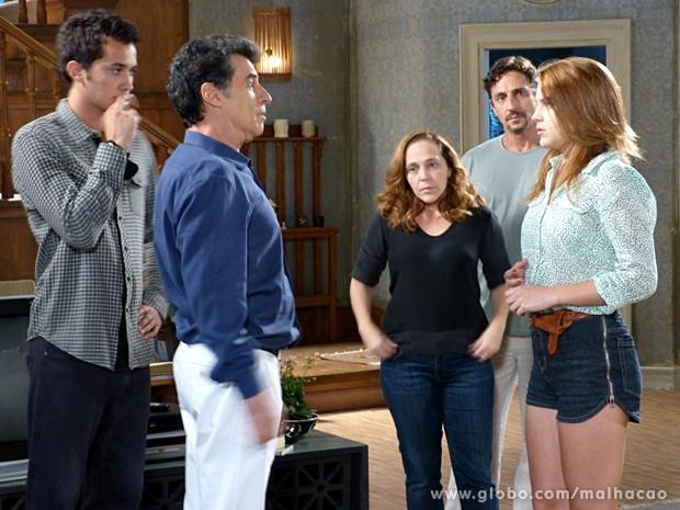 Caetano descobre o namoro de Ben e Anita e fica uma fera com eles (Foto: Malhação / TV Globo)