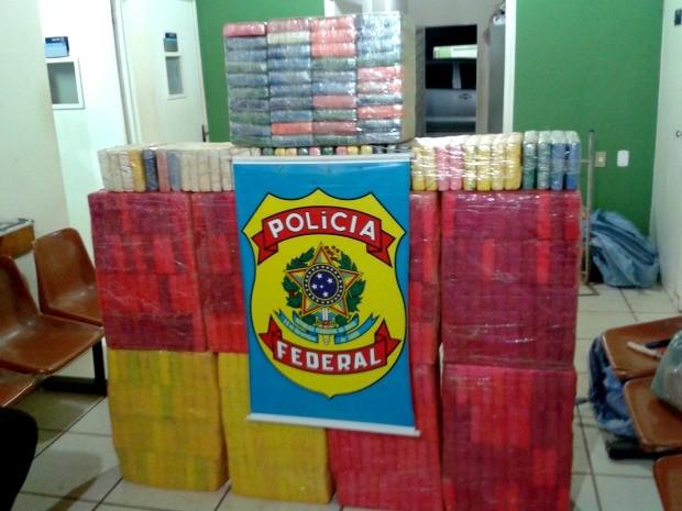 Assim como em outras ocorrências recentes na região fronteiriça, droga foi arremessada de aeronave. (Foto: Assessoria / Polícia Federal)