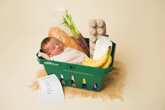 O bebê Ezra em sua seção de fotos personalizada (Foto: Reprodução / Jen Matchett of Branches Photography)