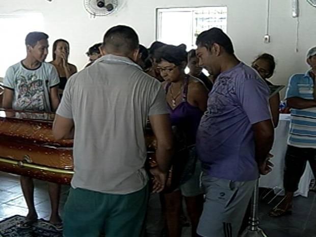 Velório de Jamila Messias de Oliveira ocorreu no bairro do Benguí, em Belém. (Foto: Reprodução / TV Liberal)