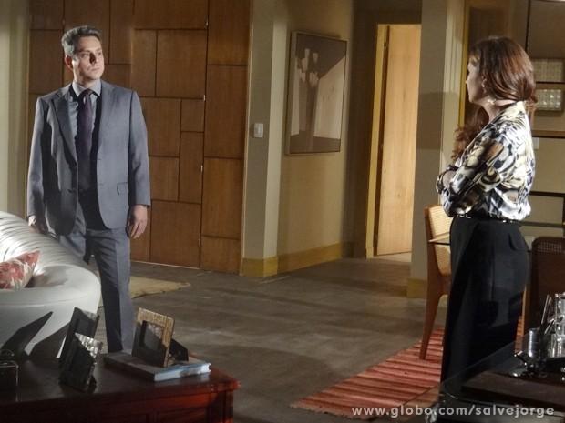 O advogado mente para Helô (Foto: Salve Jorge/TV Globo)