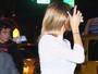 Cameron Diaz esconde o rosto após encontro com Benicio Del Toro