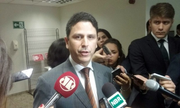 O ministro das Cidades, Bruno Araújo, durante entrevista em Brasília (Foto: Gustavo Garcia/G1)
