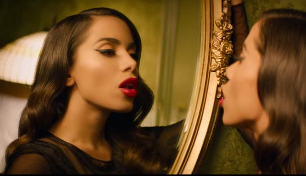 """Anitta no clipe de """"Downtown"""" (Foto: Reprodução)"""