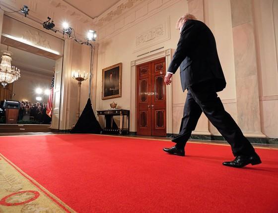 Donald Trump na Casa Branca .O porta-voz oficial  adotou  a prática de campanha  de disseminar inverdades (Foto: Chip Somodevilla/Getty Images)
