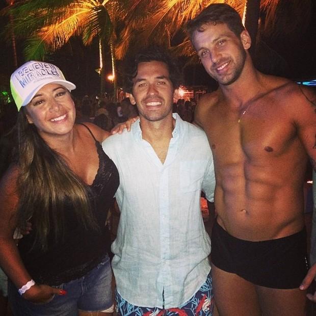 Ex-BBB Diogo Pretto ao lado de amigos (Foto: Reprodução / Instagram)