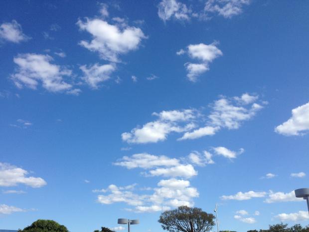Céu com poucas nuvens neste domingo em Campo Grande (Foto: Isabela Cavalcanti/ G1 MS)