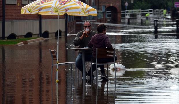 Dupla foi fotografada nesta quarta-feira em York. (Foto: Paul Ellis/AFP)
