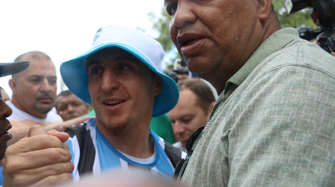 Cristian Rodriguez Grêmio chegada Porto Alegre aeroporto (Foto: Eduardo Moura/GloboEsporte.com)
