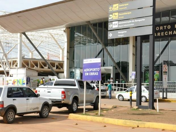 Atualmente, embarque e desembarque estão sendo feitos na ala antiga do aeroporto. (Foto: Ana Cláudia Guimarães / G1)