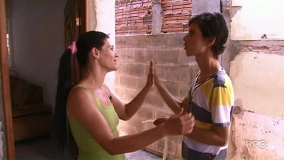 Bazar beneficente ajuda famílias de Umuarama
