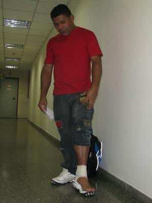 Operário fica ferido  (Foto: Roney Domingos/ G!)