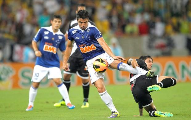 William e Fagner Vasco e Cruzeiro (Foto: Marcelo Carnaval / Agência O Globo)