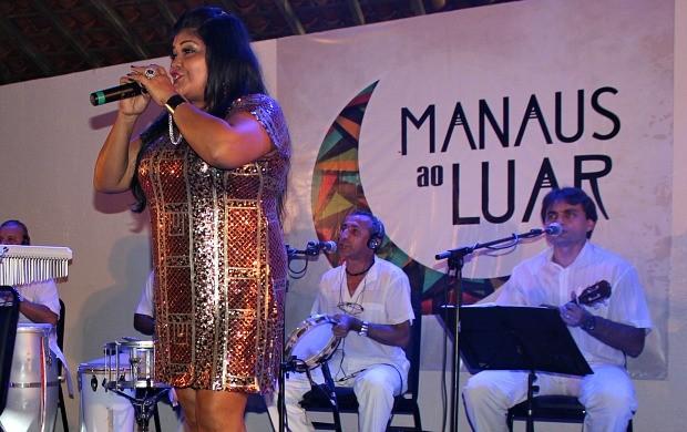 Márcia Siqueira encanta o público presente (Foto: Gisa Almeida/Rede Amazônica)