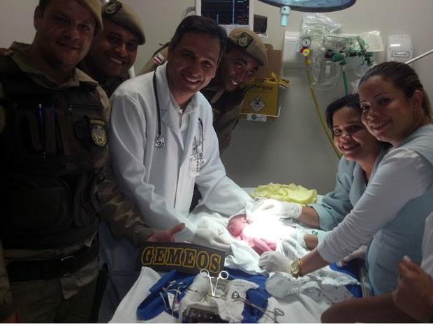Bebê recém nascido encontrado em Salvador (Foto: Divulgação/PM)
